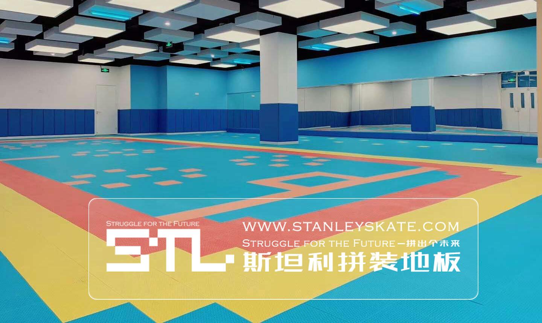 北京亲亲袋鼠石景山中心幼儿园348平斯坦利拼装地板室外轮滑球场,斯坦利轮滑拼装地板案例展示