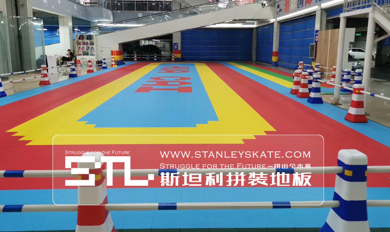 河北省黄骅市滑彩轮滑390平斯坦利拼装地板室外轮滑场,斯坦利轮滑拼装地板案例展示