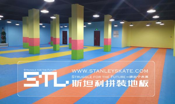 湖北咸宁梦飞翔轮滑245平斯坦利拼装地板室内轮滑场,斯坦利轮滑拼装地板案例展示