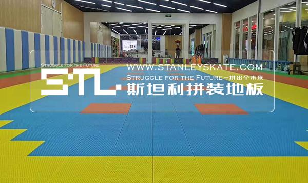 北京朝阳小哪吒轮滑133平斯坦利拼装地板室内轮滑馆,斯坦利轮滑拼装地板案例展示