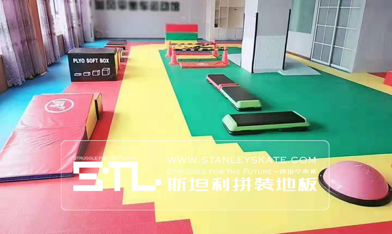 河南洛阳追风轮滑134平斯坦利拼装地板室内轮滑场,斯坦利轮滑拼装地板案例展示
