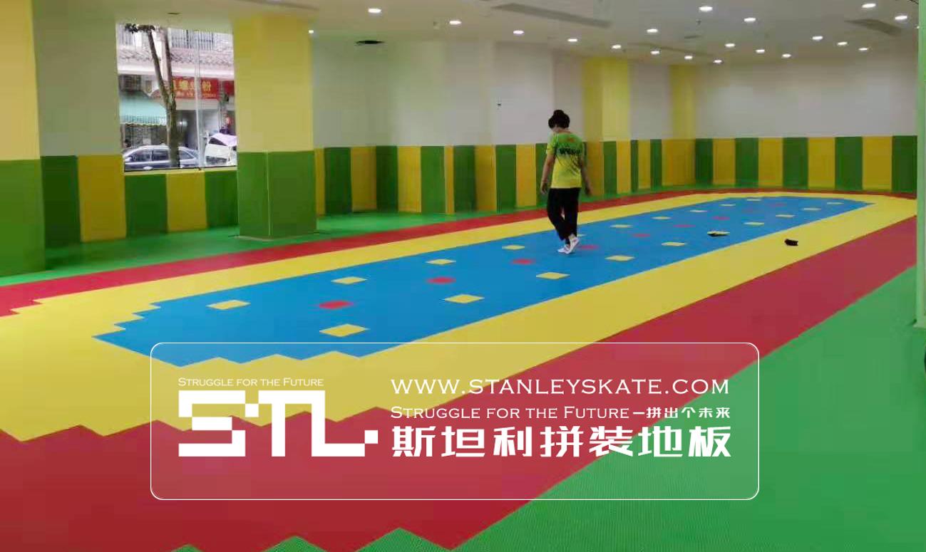 广西融水极风轮滑180平斯坦利拼装地板室外轮滑球场,斯坦利轮滑拼装地板案例展示