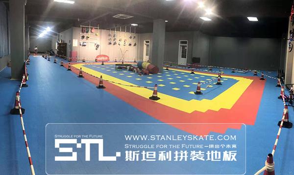 山东省枣庄市溜溜轮滑俱乐部285平斯坦利拼装地板,斯坦利轮滑拼装地板案例展示